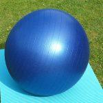 La nouvelle tendance : boule de yoga au bureau