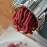 Hachoir à viande électrique ou manuel ?