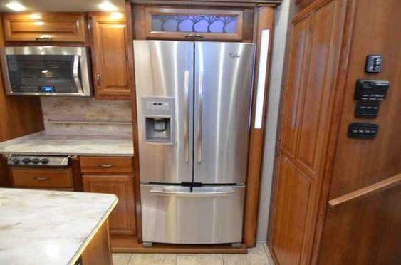 Réfrigérateur aux lignes fifties